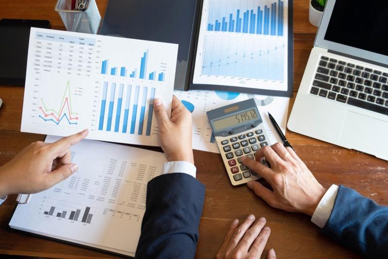 accountants working